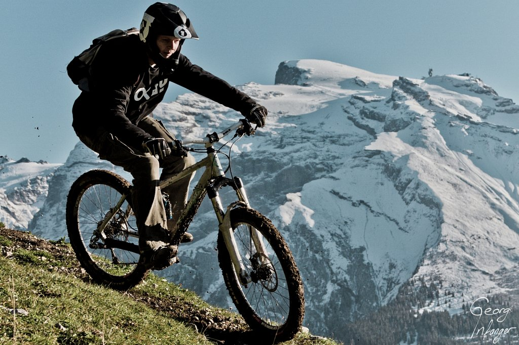 Beat Barmettler in Engelberg - beat barmettler biking downhill herbst titlis